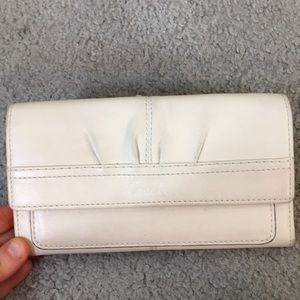 💕Coach creme leather trifold wallet 💕